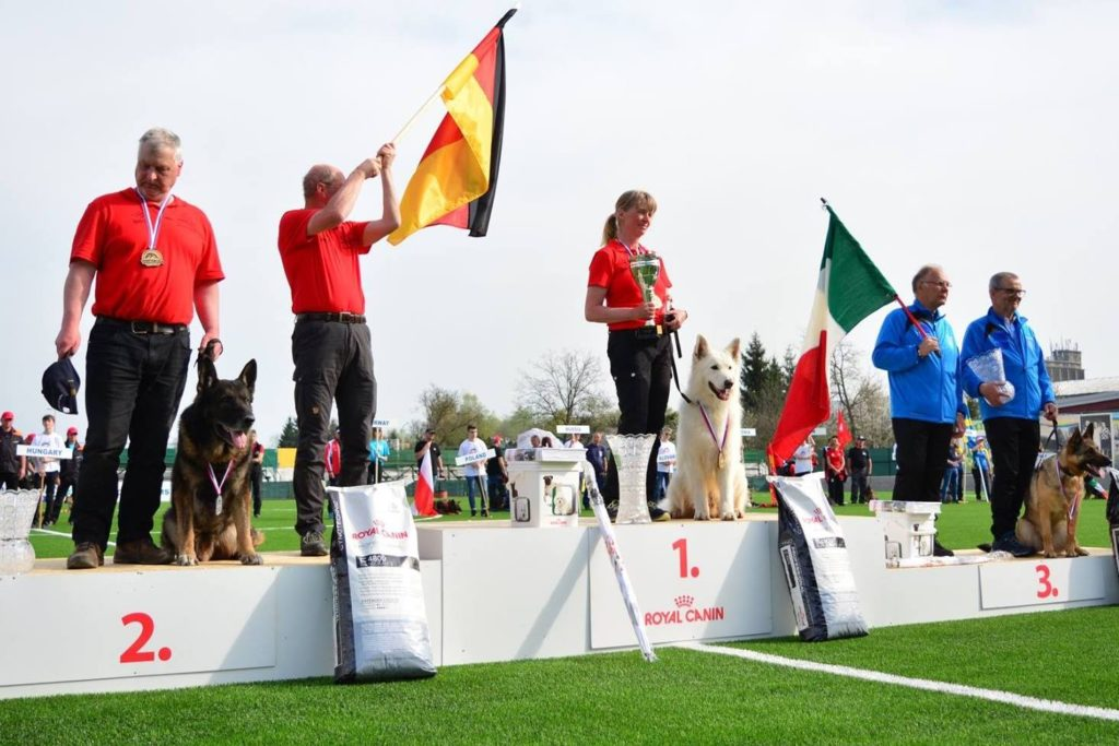 Congratulations Grit Oberländer who won IPO-FH World Championship 2018 with a White Shepherd! 1